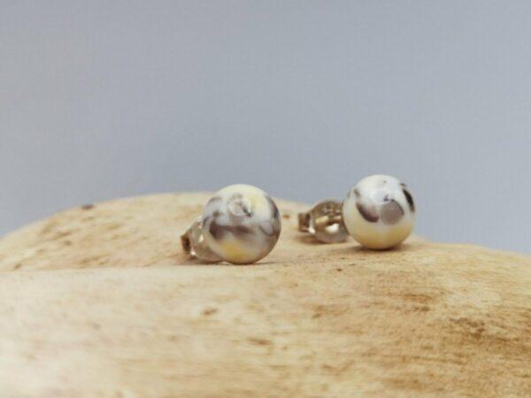 Ohrstecker aus Glas. Handarbeit und Kunsthandwerk aus Österreich. Individueller Schmuck. Glasschmuck. Glasperlen. Sonderanfertigung